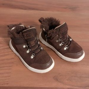 Kids Ugg sneaker/boots size 9